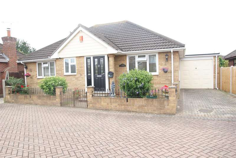 2 Bedrooms Detached Bungalow for sale in St. Clements Road, Benfleet