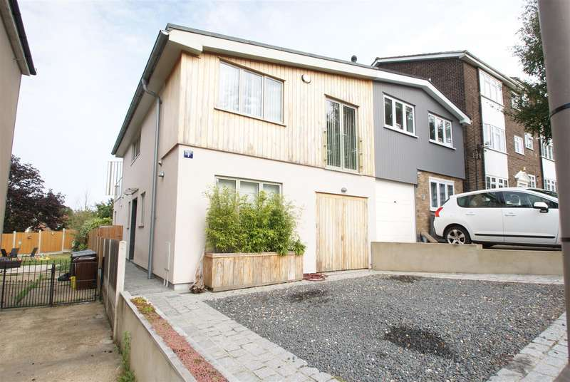 3 Bedrooms Semi Detached House for sale in Station Road, Benfleet