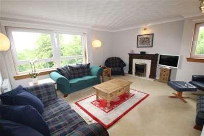 3 Bedrooms Flat for rent in Kensington Court, Dowanhill