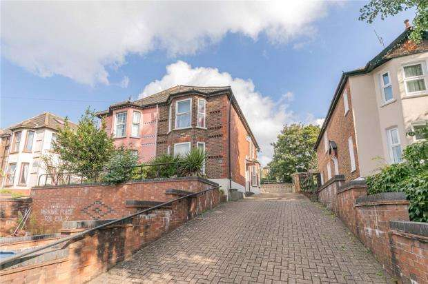 5 Bedrooms Semi Detached House for sale in Hughenden Road, High Wycombe, Buckinghamshire