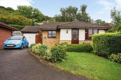 2 Bedrooms Bungalow for sale in Lambsdowne, Dursley, Gloucestershire, Na