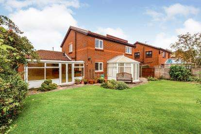 4 Bedrooms Detached House for sale in Grange Drive, Stokesley, Middlesbrough