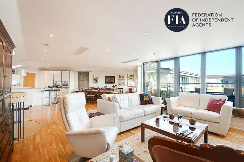 3 Bedrooms Penthouse Flat for sale in Moorings House, Tallow Road, Brentford