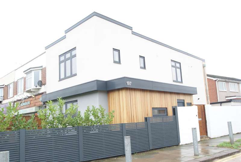 3 Bedrooms House for sale in Elmsleigh Drive, Leigh-On-Sea
