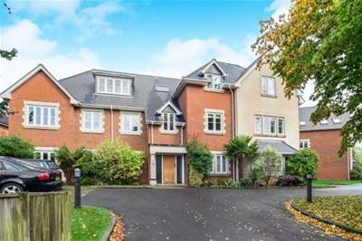 2 Bedrooms Flat for rent in Wray Park Road, Reigate