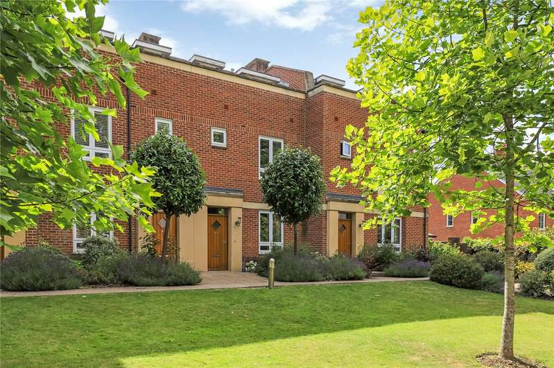 3 Bedrooms Terraced House for sale in Fraser Gardens, Winchester, Hampshire, SO22