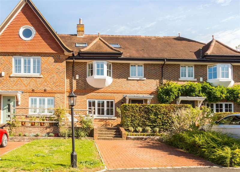 4 Bedrooms Terraced House for sale in St Pauls Mews, Dorking, Surrey, RH4