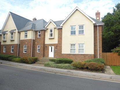 2 Bedrooms Flat for sale in Rayleigh, Essex