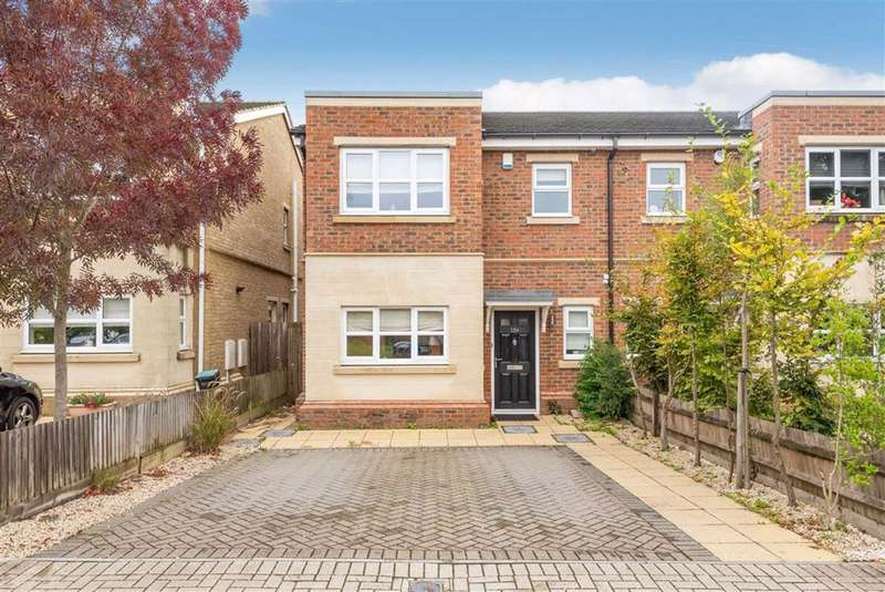 3 Bedrooms Semi Detached House for sale in Farleigh Avenue, Hayes