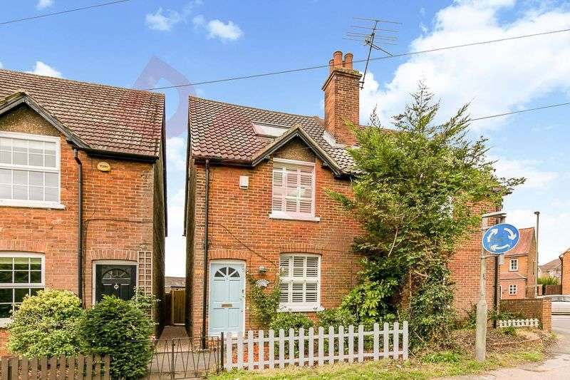 3 Bedrooms Property for sale in Bletchingley Road, Merstham, REDHILL