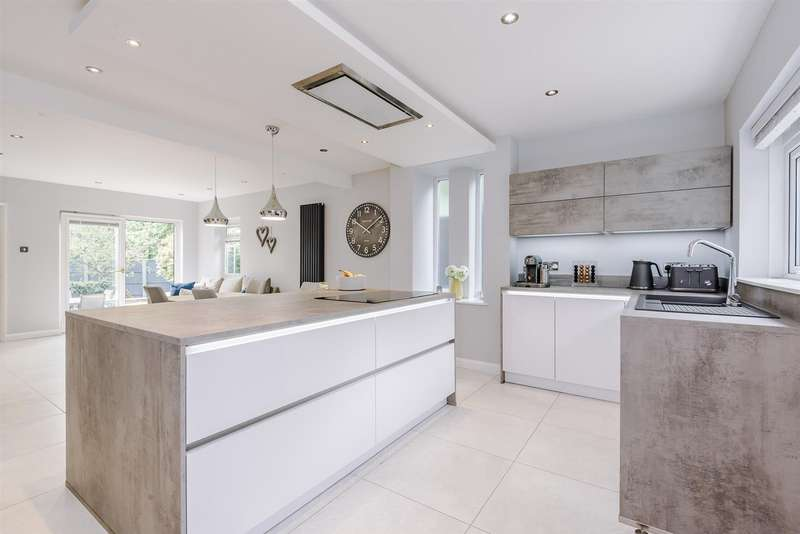 4 Bedrooms Detached House for sale in The Copse, Turton, Bolton