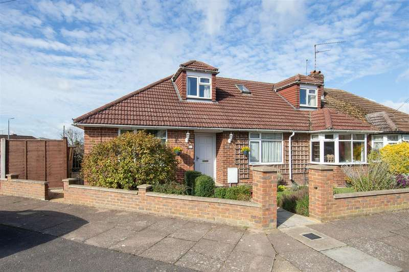 4 Bedrooms Semi Detached Bungalow for sale in Marina Drive, Dunstable