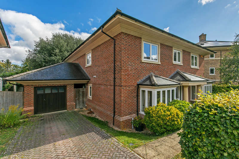5 Bedrooms Detached House for sale in Holly Meadows, Winchester, SO22
