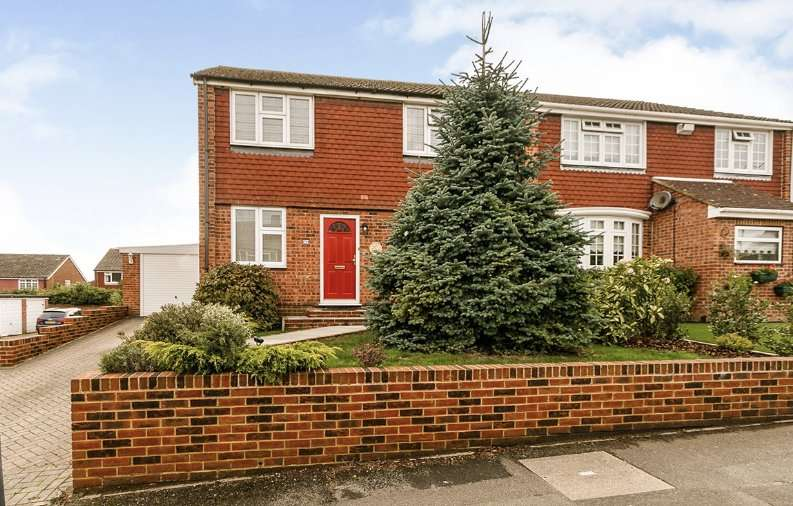 4 Bedrooms Semi Detached House for sale in Malyons Road, Hextable, Swanley, Kent, BR8