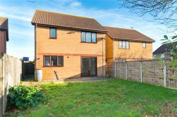 3 Bedrooms Detached House for sale in Havering Close, Clacton-on-Sea, Essex