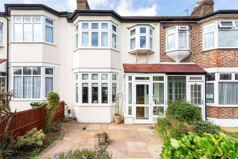 3 Bedrooms Terraced House for sale in Glenwood Drive, Gidea Park, RM2
