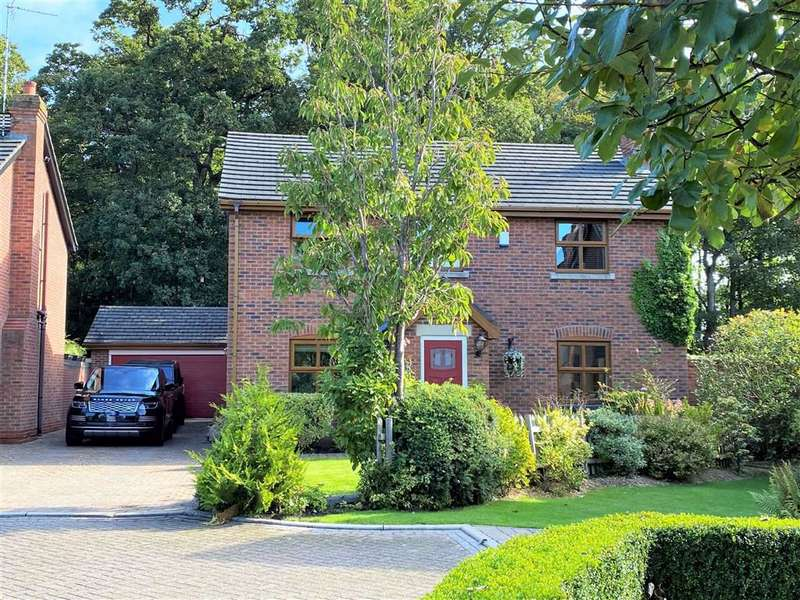 5 Bedrooms Detached House for sale in Squirrels Chase, Clifton