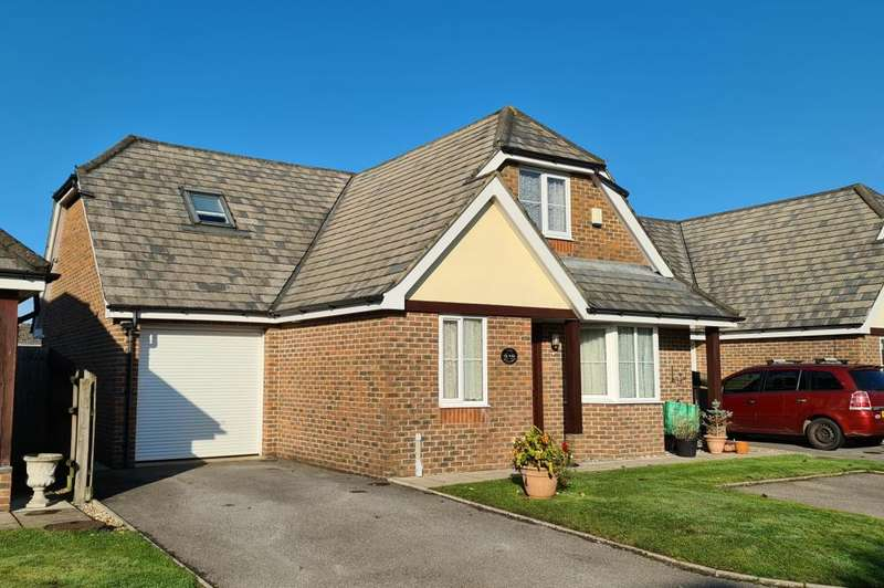 4 Bedrooms Detached House for sale in Eastfield Court, Ringwood, BH24 1US
