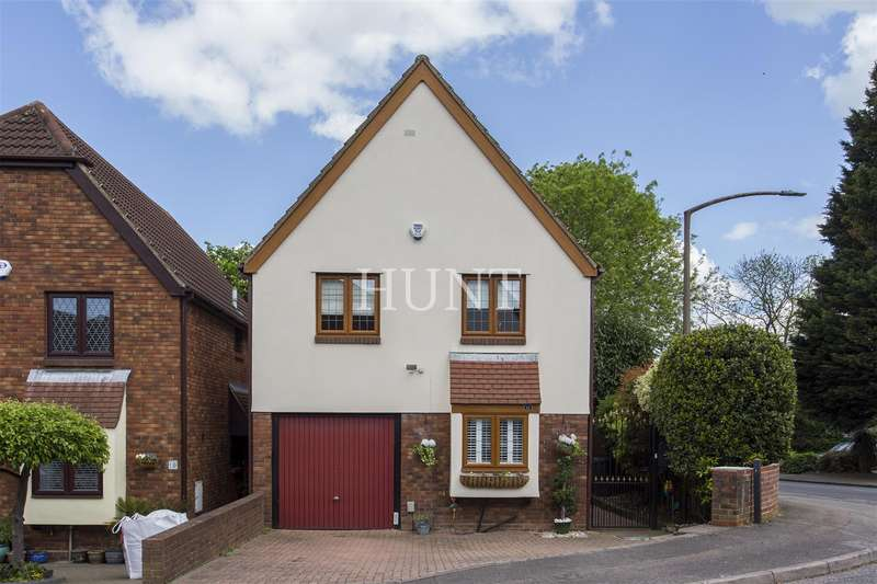 4 Bedrooms Detached House for sale in The Childers, Woodford Green, Essex