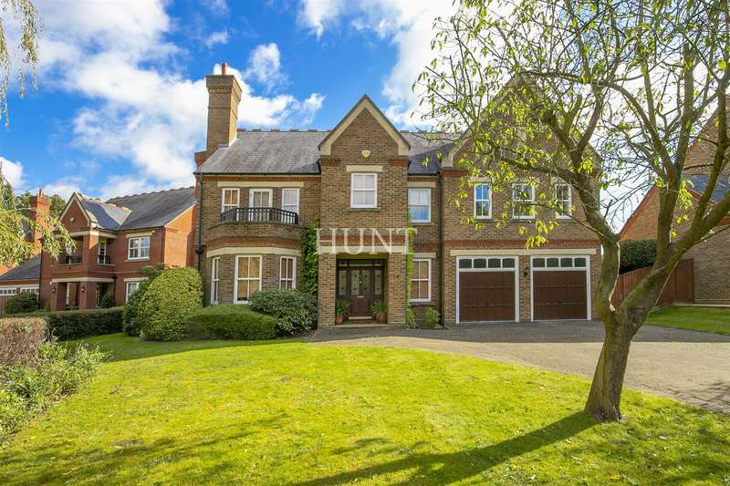 5 Bedrooms Detached House for sale in Clarence Gate, Repton Park, Woodford Green IG8
