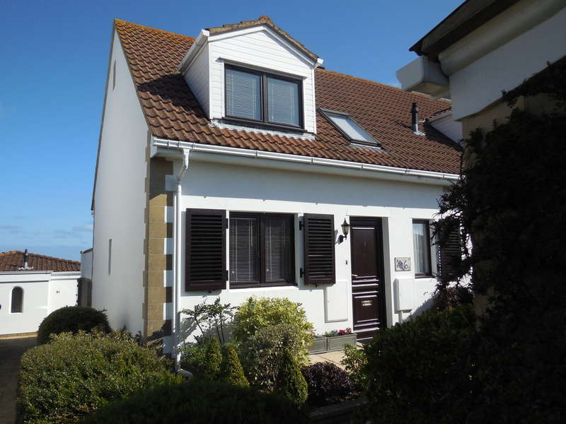 3 Bedrooms Semi Detached House for sale in Yarmouth,Isle of Wight