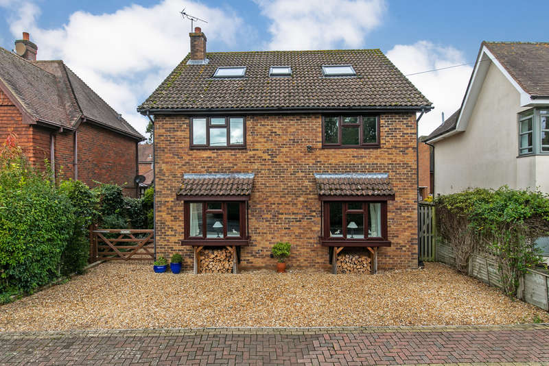 5 Bedrooms Detached House for sale in North Drive, Littleton, Winchester, SO22