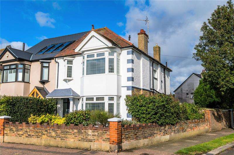4 Bedrooms Semi Detached House for sale in Northumberland Crescent, Southchurch Park Area, Southend-On-Sea, SS1