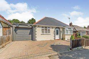 2 Bedrooms Bungalow for sale in Parrock Avenue, Gravesend, Kent, England