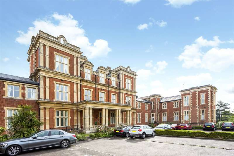 3 Bedrooms Flat for sale in Victoria Court, Royal Earlswood Park, Redhill, Surrey, RH1