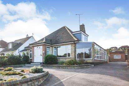 5 Bedrooms Bungalow for sale in Benfleet, Essex, England