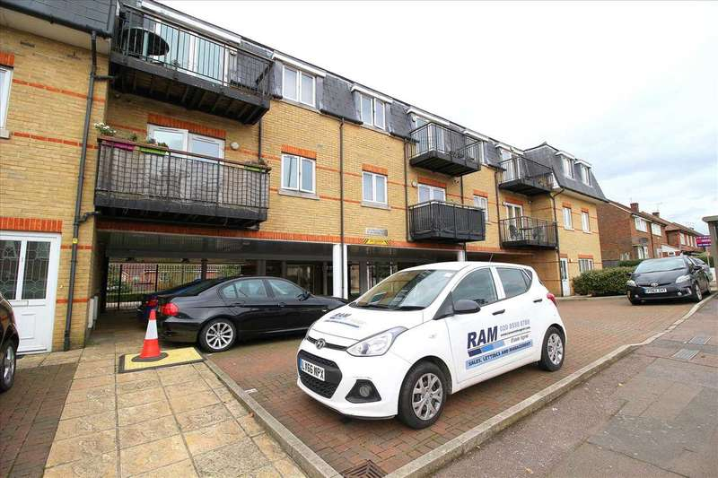 2 Bedrooms Apartment Flat for sale in Manford Way, Chigwell