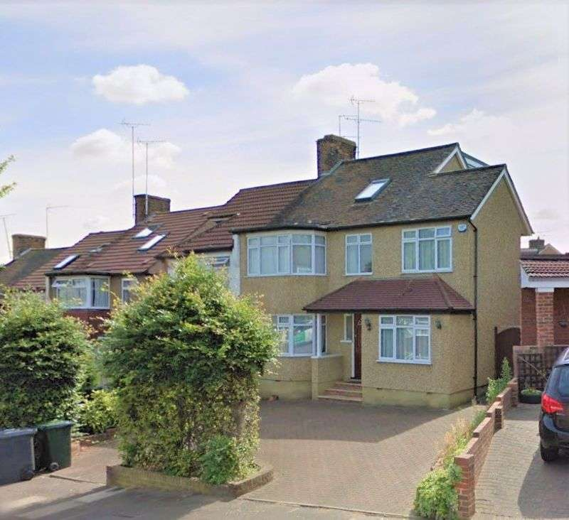 5 Bedrooms Property for sale in Monks Avenue, Barnet