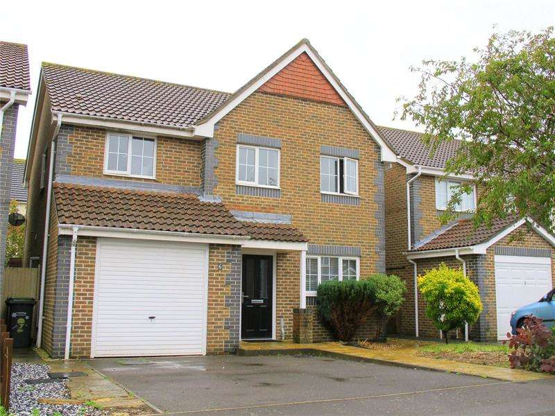 4 Bedrooms Detached House for sale in Howard Close, Lee On The Solent, Hants, PO13