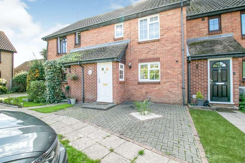3 Bedrooms Terraced House for sale in Lincoln Way, Rayleigh, Essex, SS6
