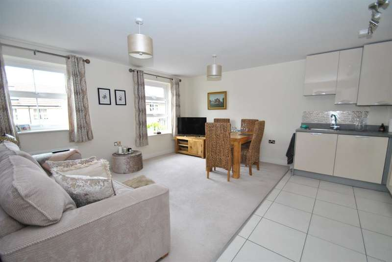 2 Bedrooms Flat for sale in Crouch Gardens, Buntingford, SG9 9FL