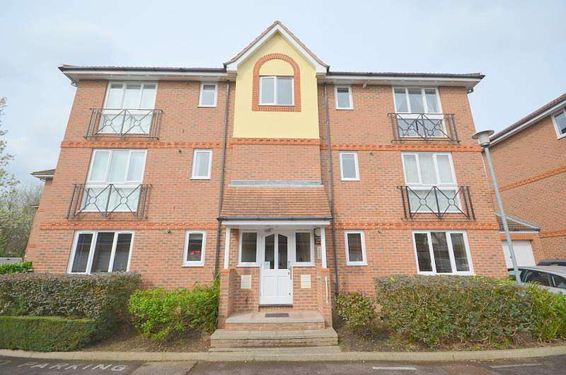 2 Bedrooms Apartment Flat for rent in St Marys Lane, Upminster, RM14