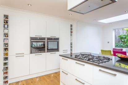 4 Bedrooms Terraced House for sale in Waterlooville, Hampshire, United Kingdom