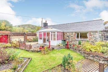 2 Bedrooms Detached House for sale in Clwt-Y-Bont, Caernarfon, Gwynedd, LL55