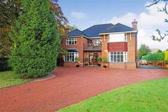 5 Bedrooms Detached House for sale in Holmes Chapel Road, Congleton, Cheshire