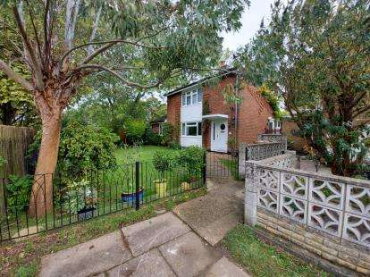 4 Bedrooms Detached House for sale in The Dell, Stevenage, Hertfordshire