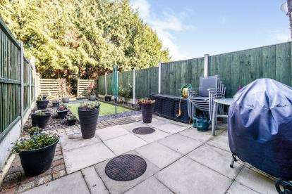 2 Bedrooms Terraced House for sale in Hainault, Ilford, Essex