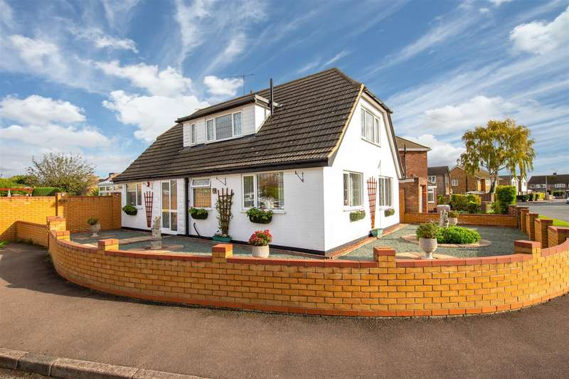 4 Bedrooms Detached Bungalow for sale in Hayley Court, Houghton Regis, Dunstable