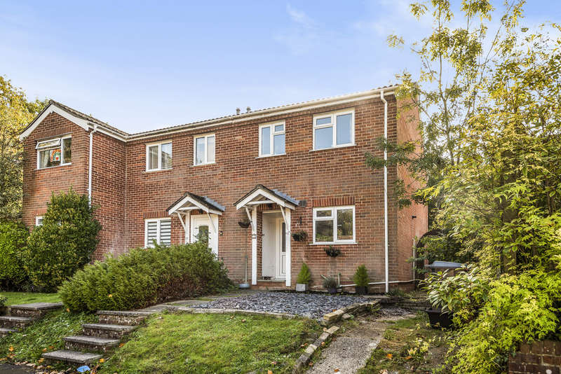 2 Bedrooms End Of Terrace House for sale in Valley Close, Colden Common