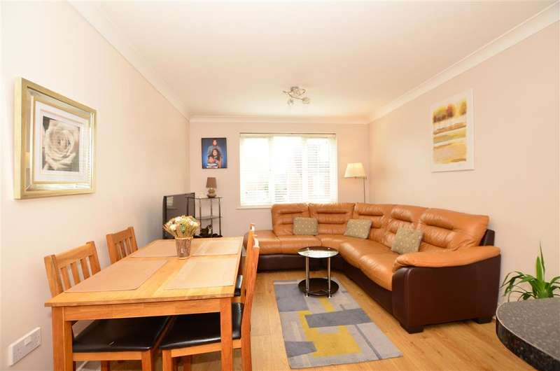 2 Bedrooms Apartment Flat for sale in Genas Close, , Barkingside, Ilford, Essex