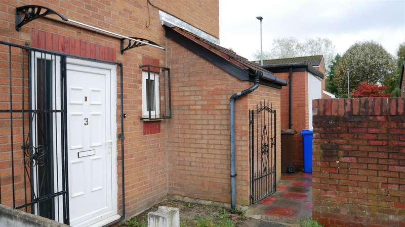 2 Bedrooms Property for sale in Butterwick Close, Manchester