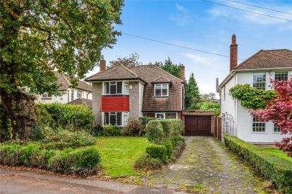 3 Bedrooms Detached House for sale in Holbrook Lane, Chislehurst