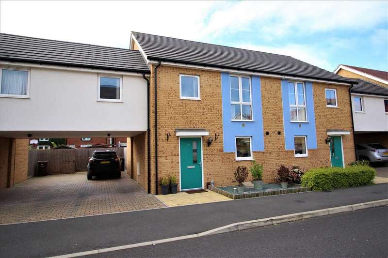 4 Bedrooms Semi Detached House for sale in Woodside Close, Grays