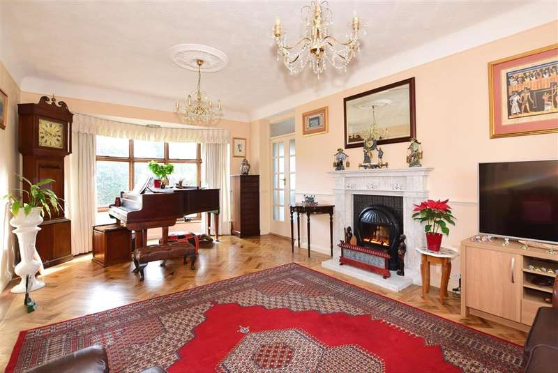 4 Bedrooms Detached House for sale in Maidstone Road, , Chatham, Kent