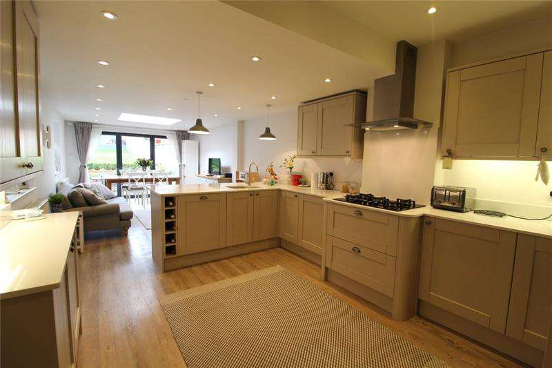 3 Bedrooms Semi Detached House for sale in Sebright Road, High Barnet, EN5