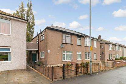 2 Bedrooms Flat for sale in Aikenhead Road, Glasgow
